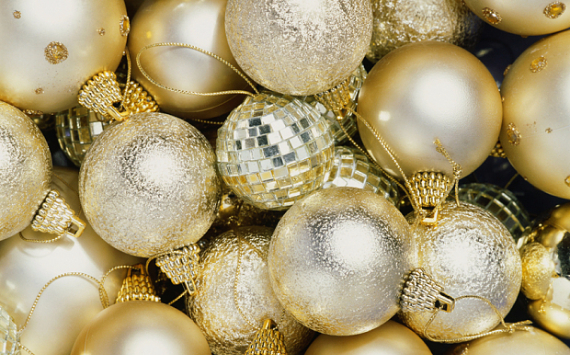 The Hidden Dangers in Holiday Decorations (1)